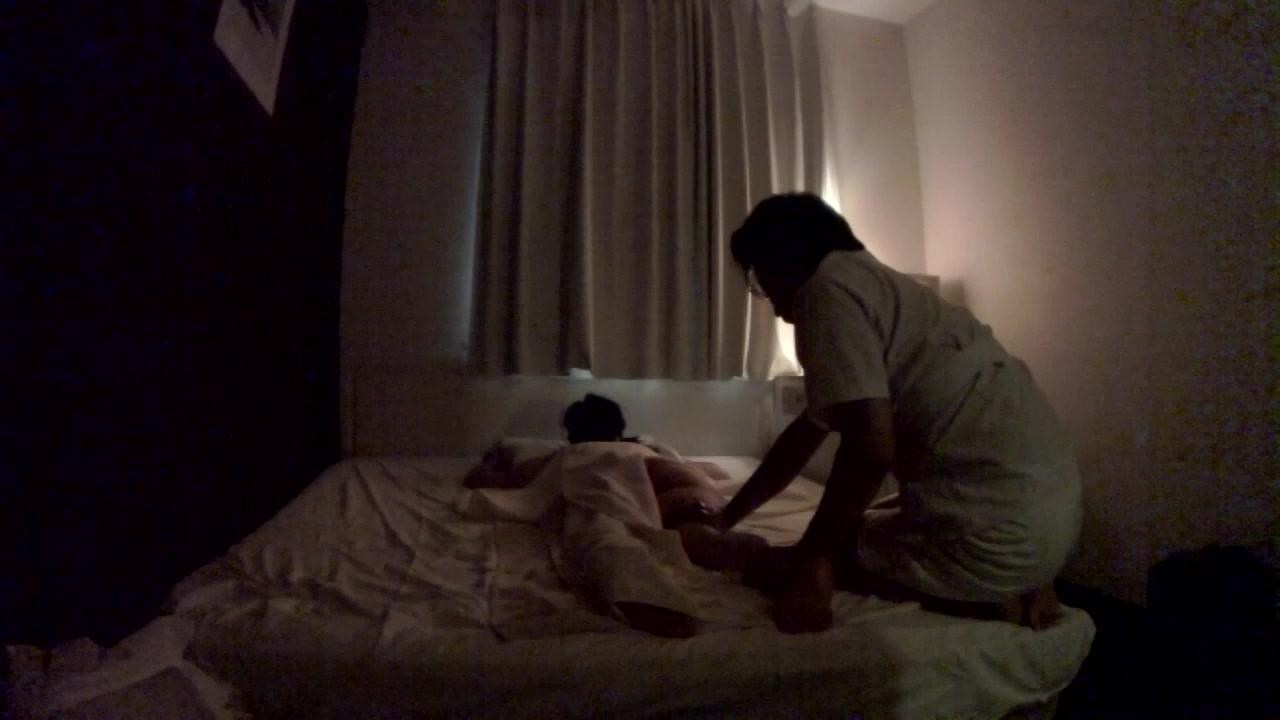 【個人撮影】寝取られ系性感マッサージ Ⅰ 愛する人の目の前で見られて スレンダー熟女 45歳
