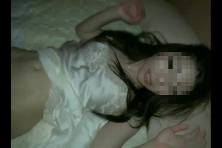 【素人撮影】28歳人妻を、マンション事務所で輪姦させてもらった~②