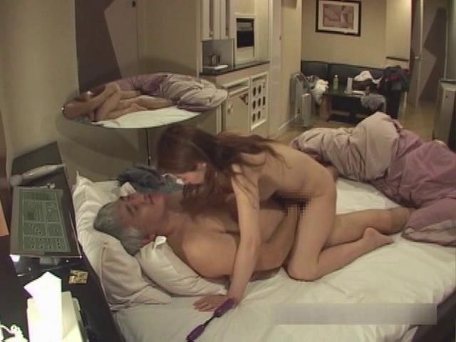【個人撮影】キモデブオヤジにハメられるデリ嬢 後半