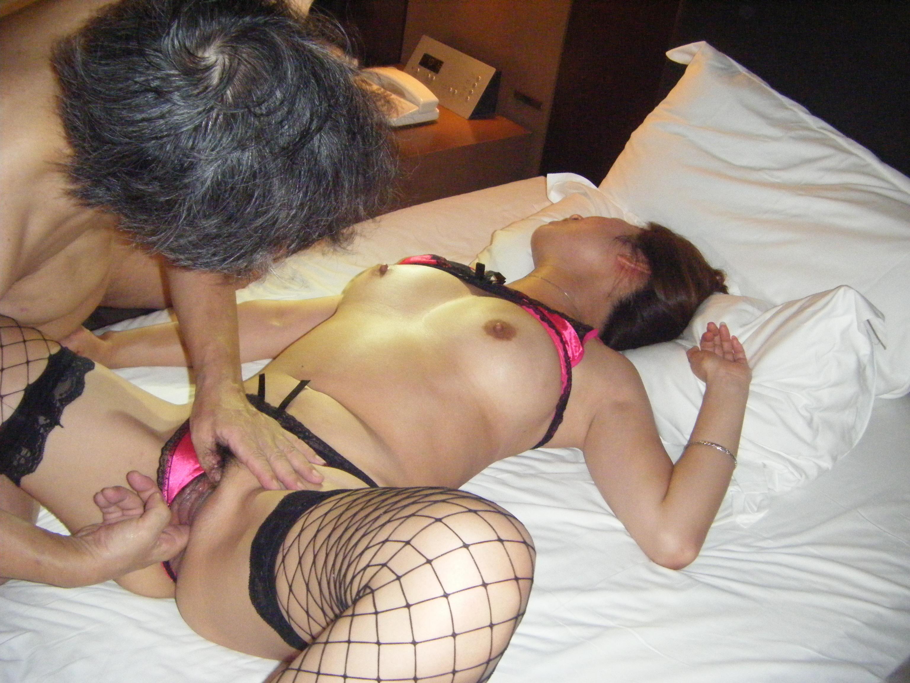 個人撮影 他人棒妻 【個人撮影】ミニスカ妻と53歳の単独サン②