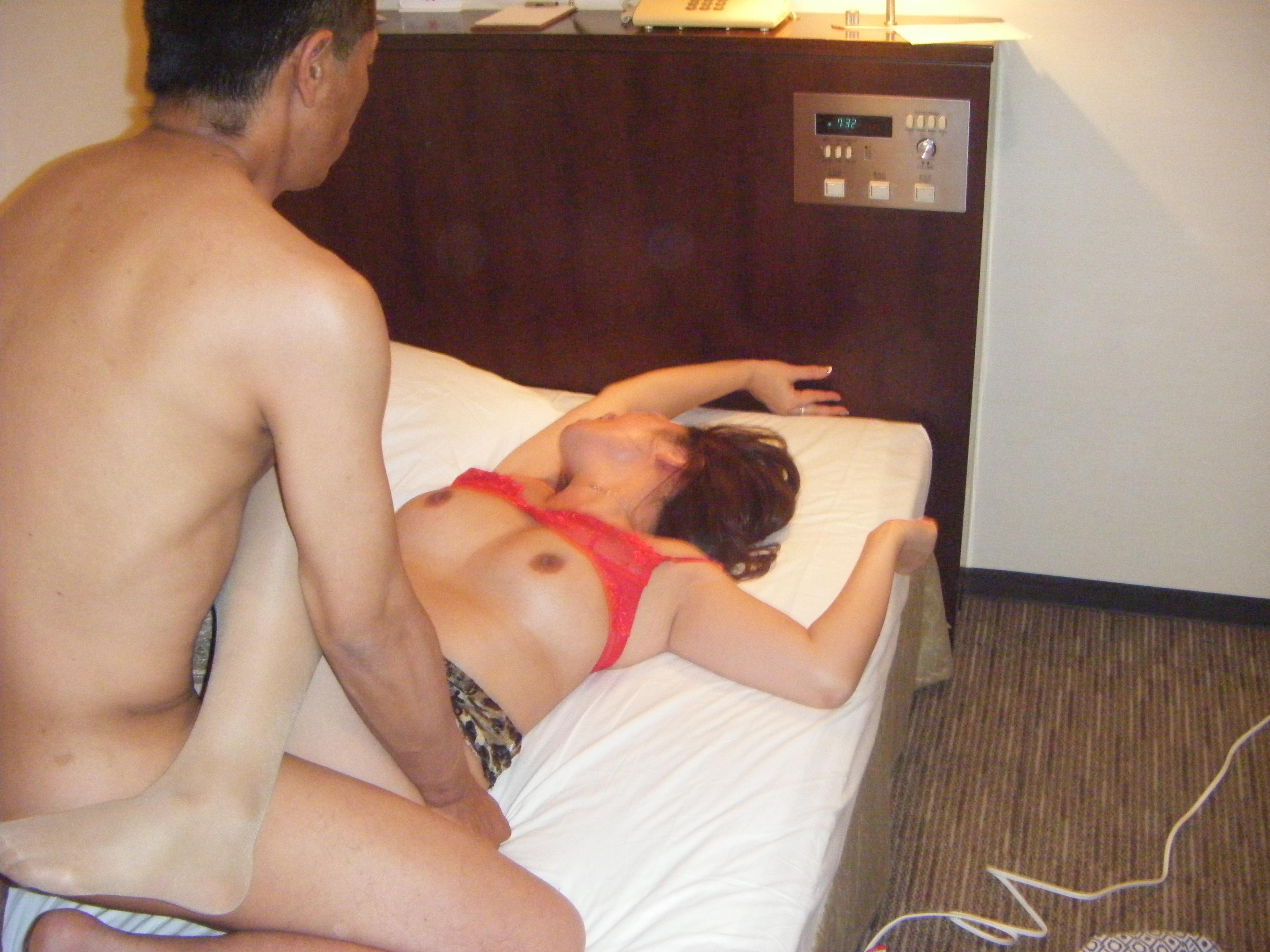 個人撮影 他人棒妻 【個人撮影】3Pで中出しされた妻.