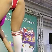 【台湾】資訊展示場,Tバック姿で見せる上品な美尻は必見です!