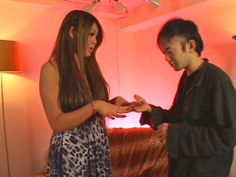 エロに寛容な黒ギャがネイル見せつけ手コキ