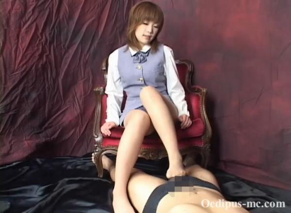 【動画】【ごっくん】OLあいのパンスト足コキ射精