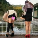 某サービスエリアにて短すぎるスカートからパンチラしまくり映像