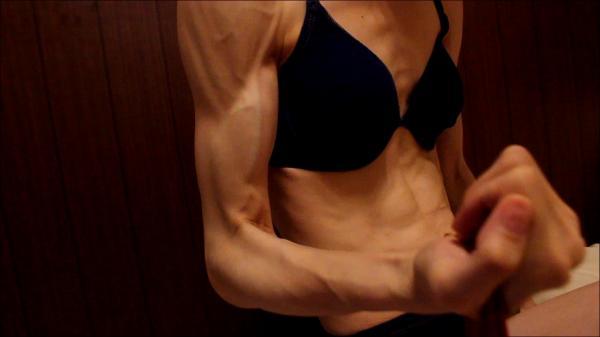 筋肉質な女の子 ~二の腕エクササイズ~